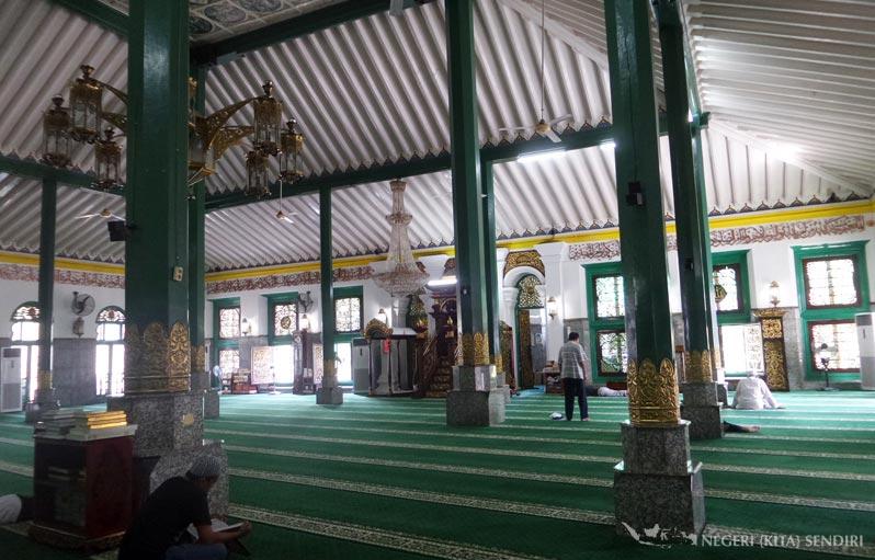 Pagoda Di Masjid Agung Palembang